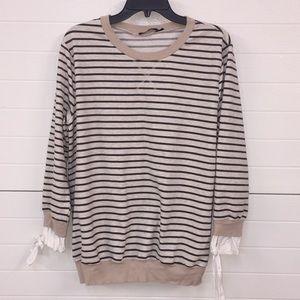 Doe & Rae ladies sweatshirt